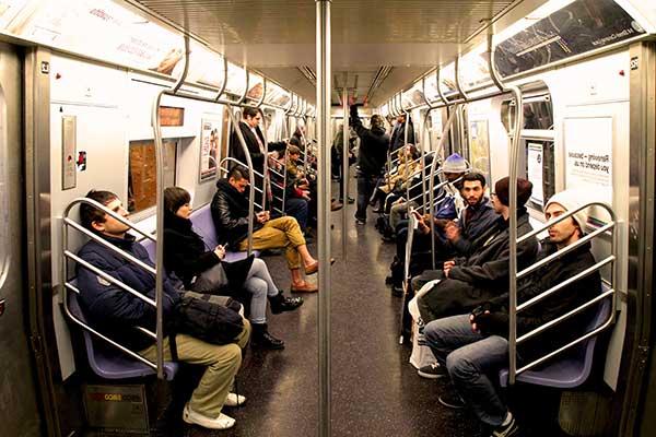 Клопов домой можно принести из метро